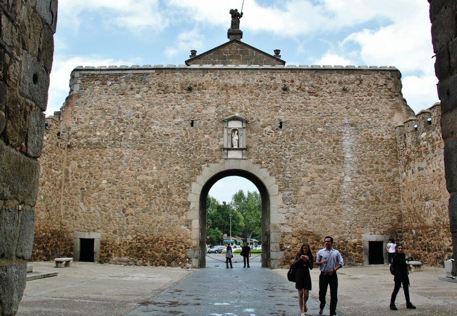 ¿Tienes pensado viajar en AVE a Toledo?Te recomendamos visitar estos sitios 1