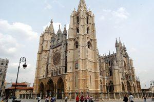 Viajar en AVE a León: ¿qué ver y qué hacer en la capital de la gastronomía española?