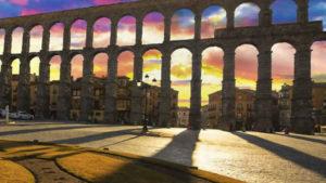 Cascos antiguos e históricos más bonitos de España, descúbrelos viajando en tren.