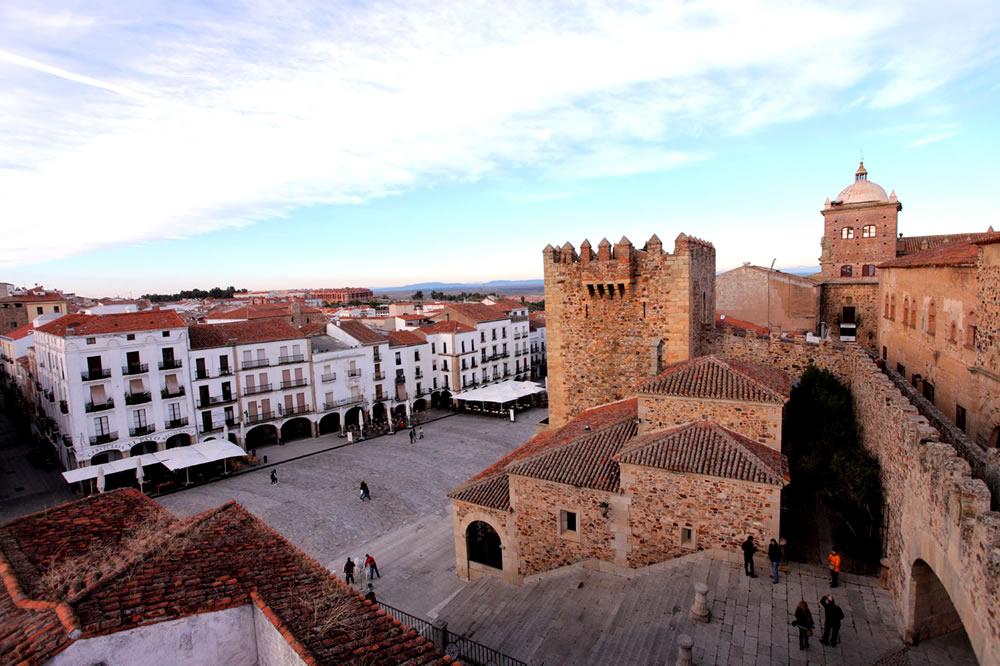 Cascos antiguos e históricos más bonitos de España, descúbrelos viajando en tren. 2