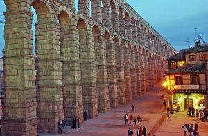 Viajar en tren a las ciudades de España declaradas Patrimonio de la Humanidad