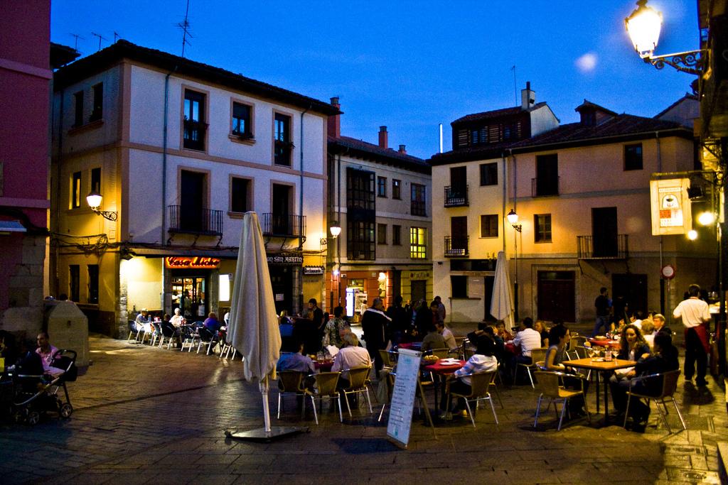 5 lugares para ir en tren o AVE y probar las mejores tapas en España. 2