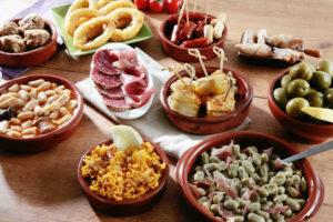 5 lugares para ir en tren o AVE y probar las mejores tapas en España.