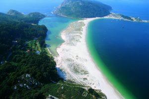 Visitar el Parque Nacional Marítimo-Terrestre de las Islas Atlánticas de Galicia.