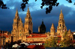 Sitios recomendados al viajar en tren o AVE a Santiago de Compostela.