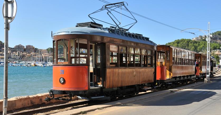 Trenes turísticos, recorre España en un tren de época. 4
