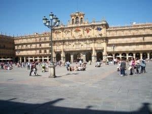 Salamanca, una ciudad a orillas del Tormes muy cercana gracias al tren