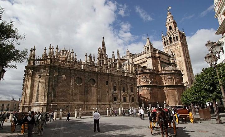 Visita en AVE la Catedral de Sevilla
