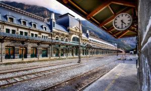 Salidas naturales en torno a la estación de tren de Canfranc.