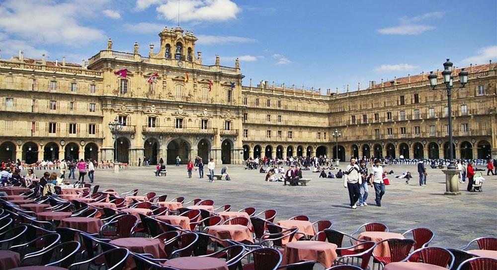 Las 5 plazas más bonitas de España que tienes que visitar viajando en AVE 1