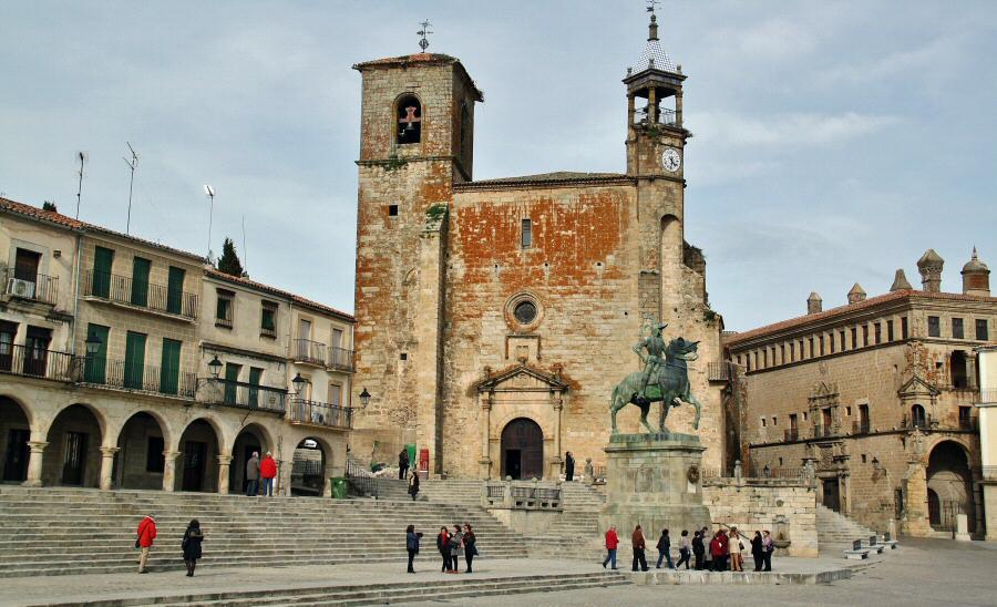 Las 5 plazas más bonitas de España que tienes que visitar viajando en AVE 3
