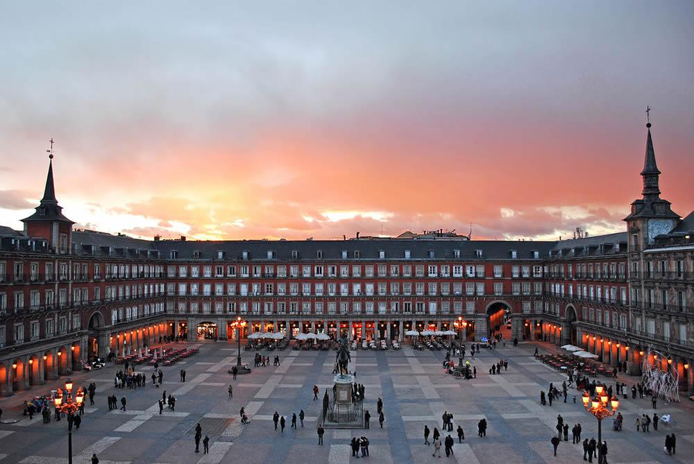 Las 5 plazas más bonitas de España que tienes que visitar viajando en AVE 4