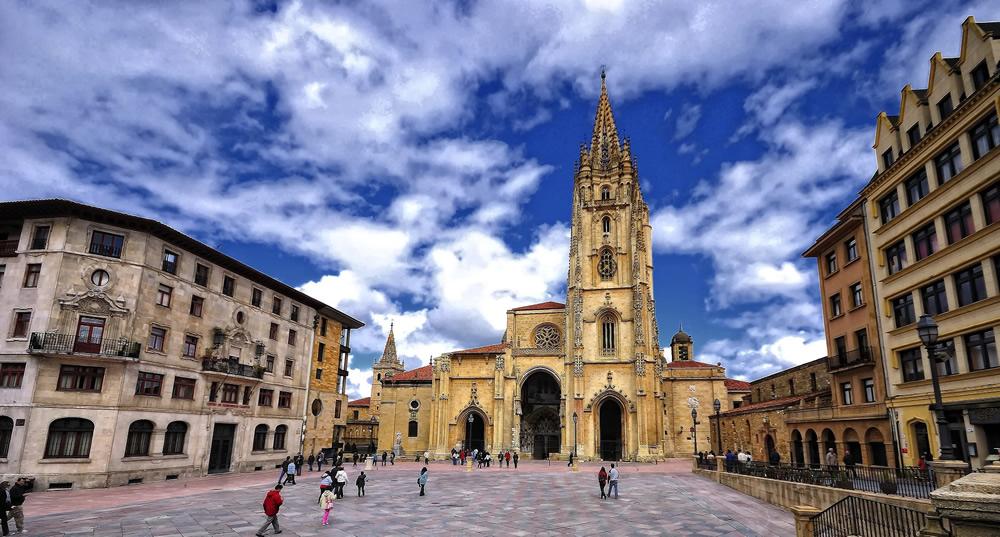 Las 5 plazas más bonitas de España que tienes que visitar viajando en AVE 5