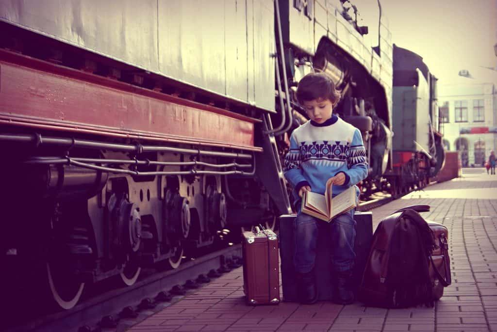 viajar menores en AVE