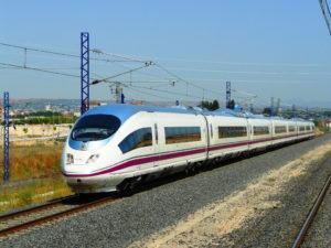 Los trenes AVE entre los medios de transporte que menos contaminan 3