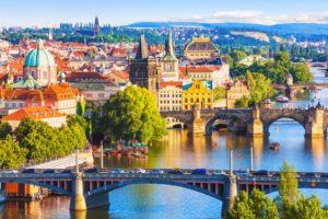 Viajar low cost a Praga, bellos lugares y la cerveza más barata de Europa.